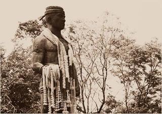 Nai-khanom-tom-statue
